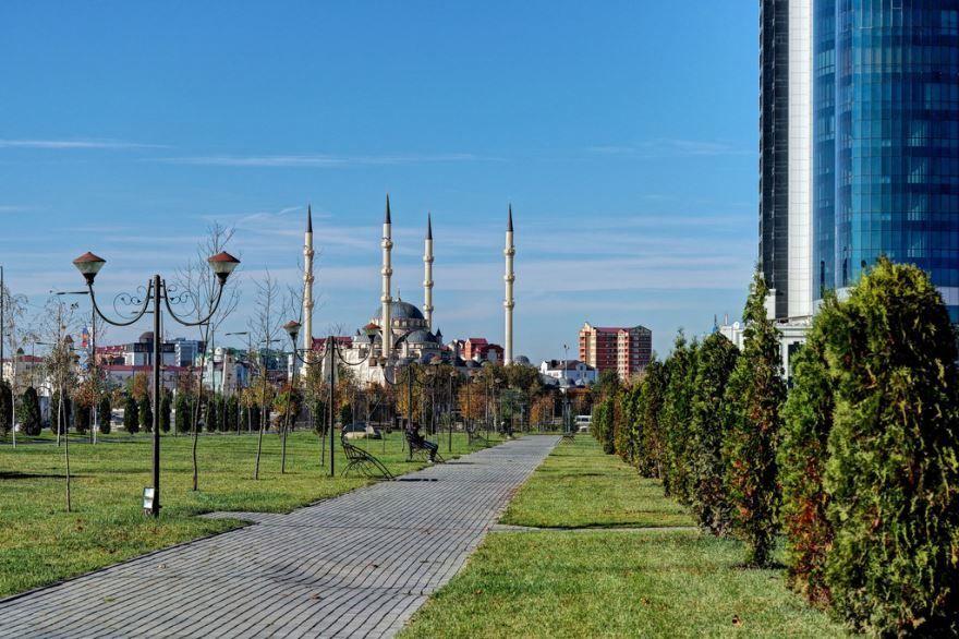 Смотреть лучшее фото красивой улицы города Грозный бесплатно