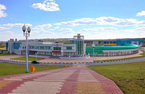 Смотреть красивое фото гостиницы спорткомплекса города Губкин в хорошем качестве