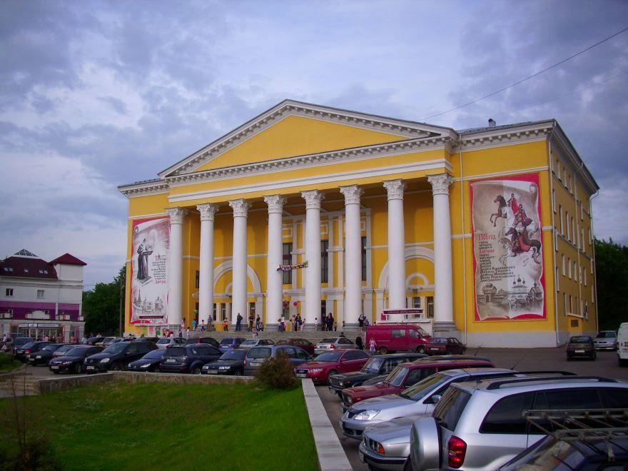 Скачать онлайн бесплатно лучшее фото города Дворец культуры в городе Дмитров
