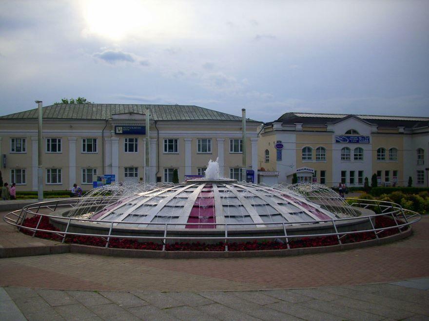 Смотреть красивое фото фонтан в городе Дмитров