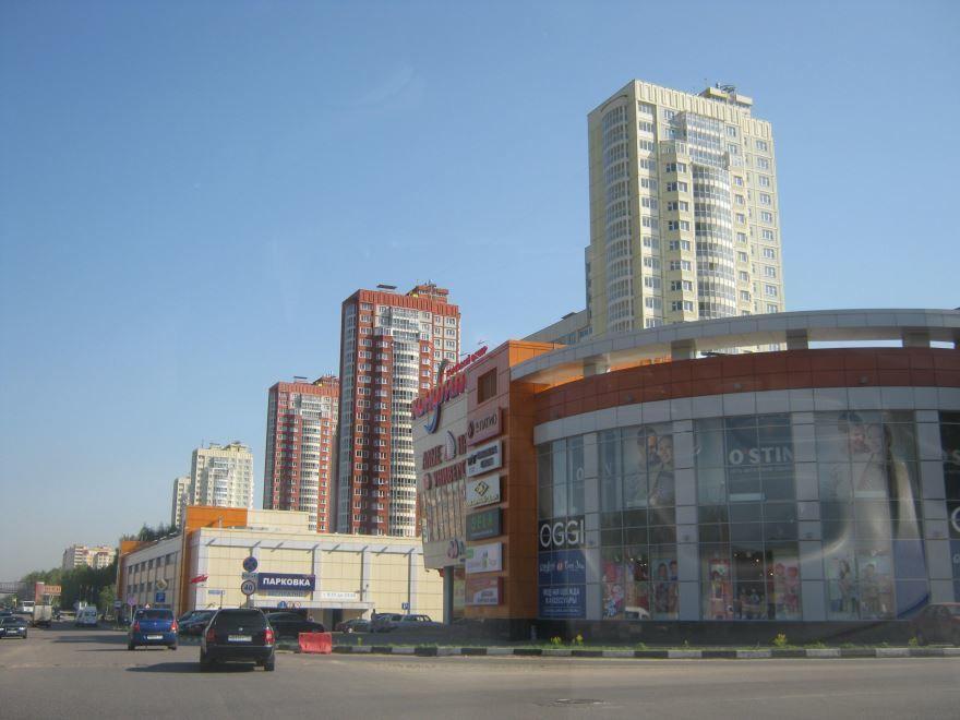 Лихачевский проспект в городе Долгопрудный