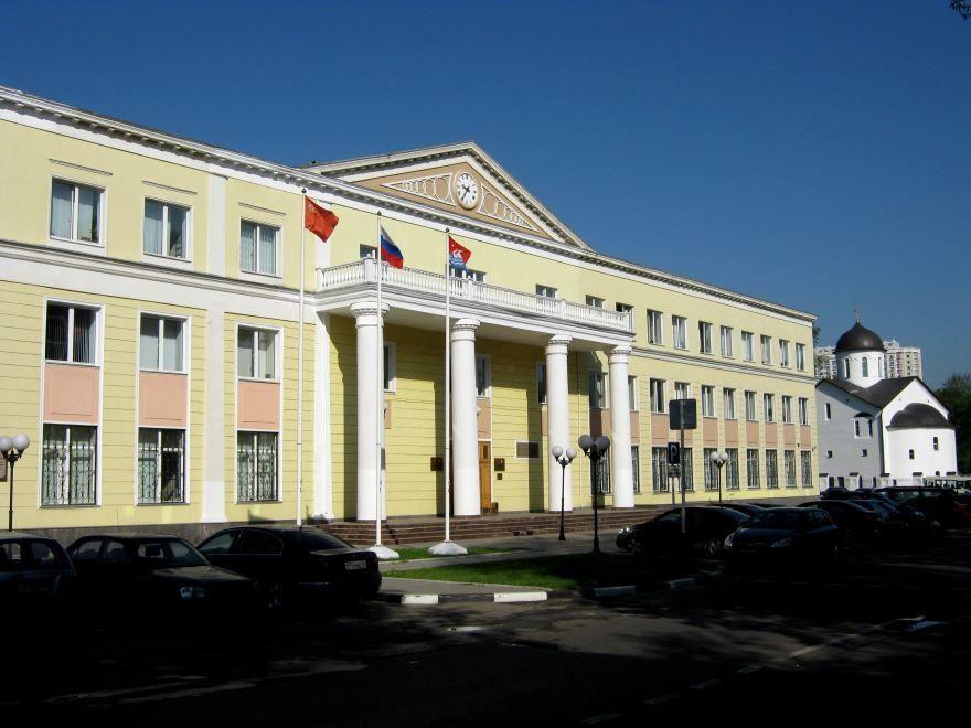 Смотреть красивое фото здания администрации в городе Долгопрудный