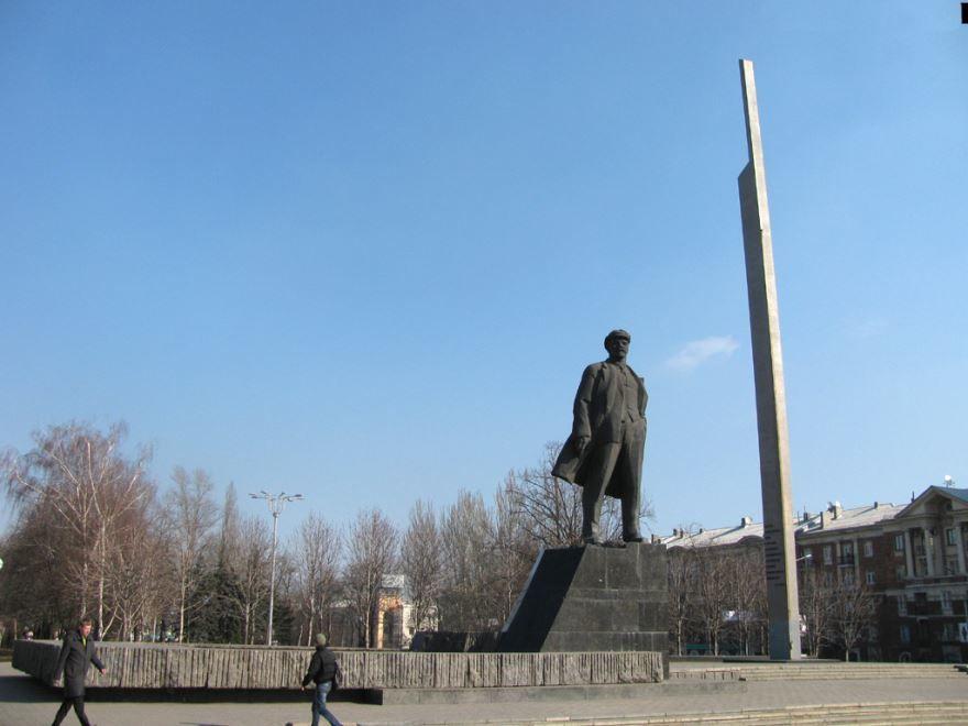 Смотреть фото памятник В.И. Ленину в городе Донецк Россия