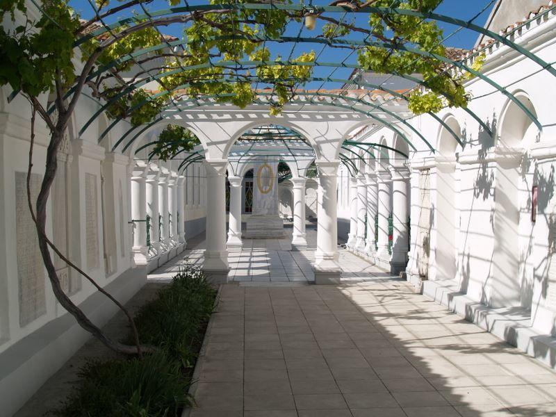 Смотреть красивый дворик в Евпаторийских Кенассах бесплатно