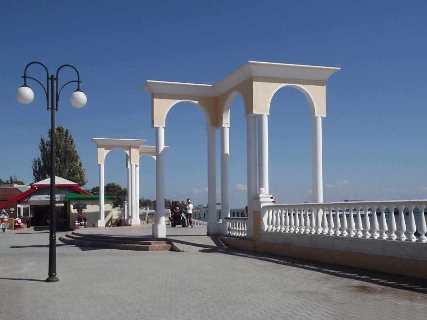 Смотреть красивое фото набережной на пляже в городе Евпатория