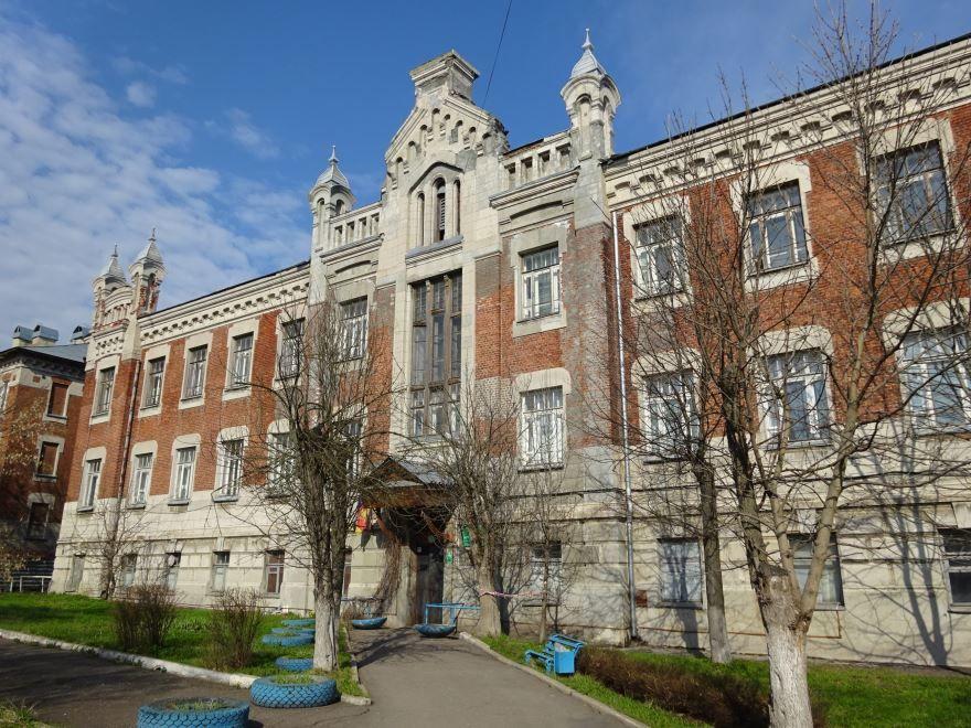 Смотреть красивое здание общежитие для студентов в городе Егорьевск в хорошем качестве