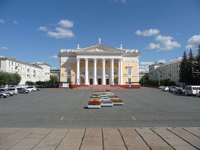 Смотреть красивое фото Площадь Ленина и Дворец культуры город Железногорск Красноярского края