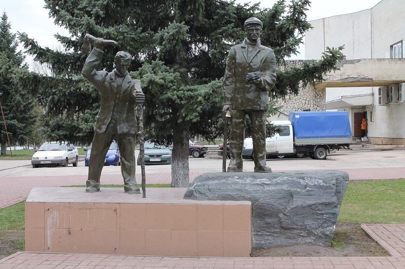 Скачать онлайн бесплатно красивое фото исторического памятника города Железногорск Курской области в хорошем качестве