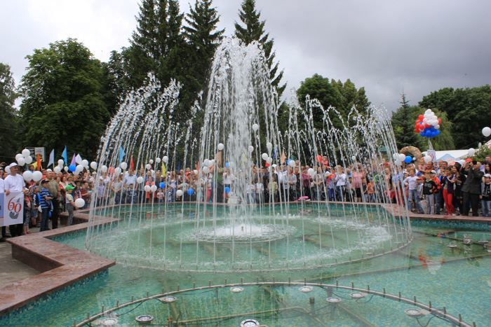 Смотреть красивое фото фонтан в городе Железногорск Курской области