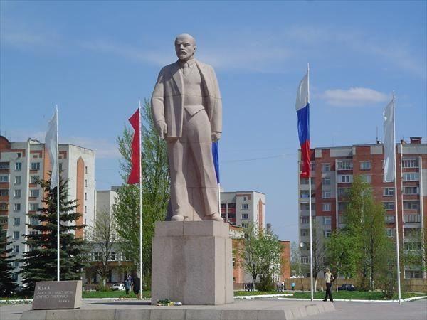 Смотреть красивый Памятник Ленину в городе Железногорск Курской области