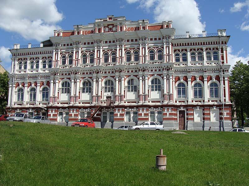 Красивое здание Дворянского собрания в городе Железногорск Курской области
