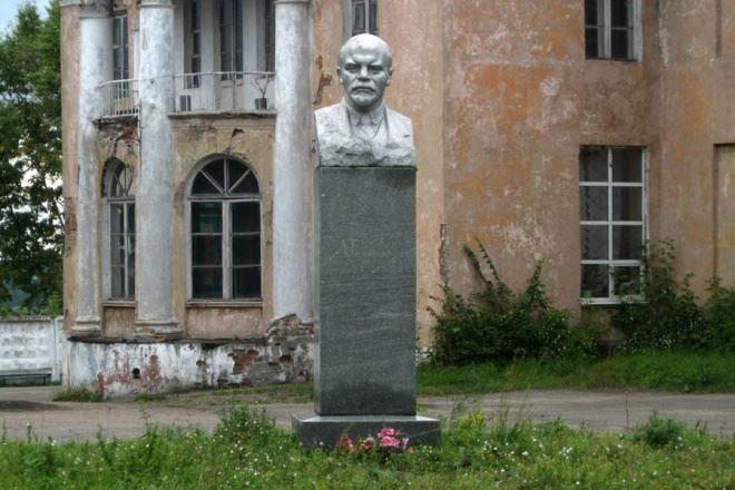 Смотреть лучшее фото памятник Ленину в городе Заволжск в хорошем качестве