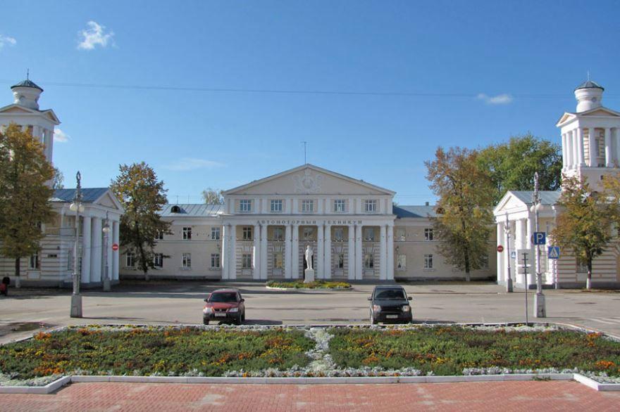 Смотреть красивое фото Автомоторного техникума в городе Заволжье в хорошем качестве