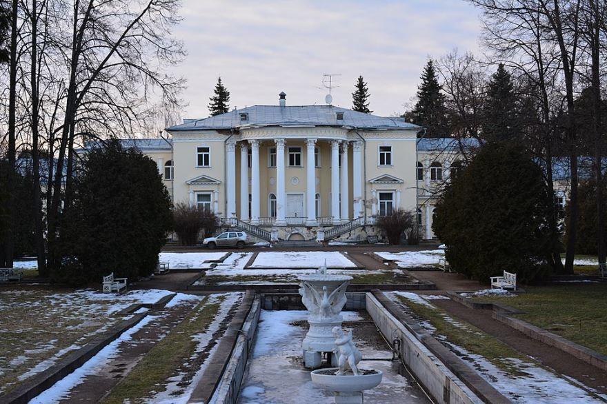 Усадьба Шереметева-Гудовича Введенское в городе Звенигород