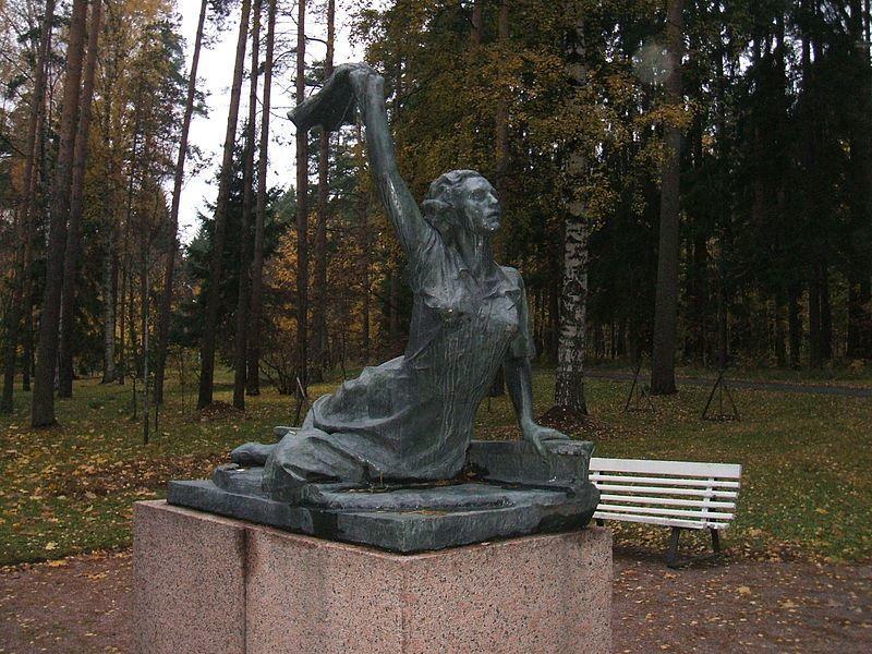 Памятник Раймонде Дьен в городе Зеленогорск