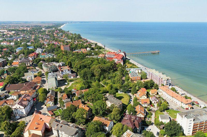 Скачать онлайн бесплатно красивый вид сверху город Зеленоградск