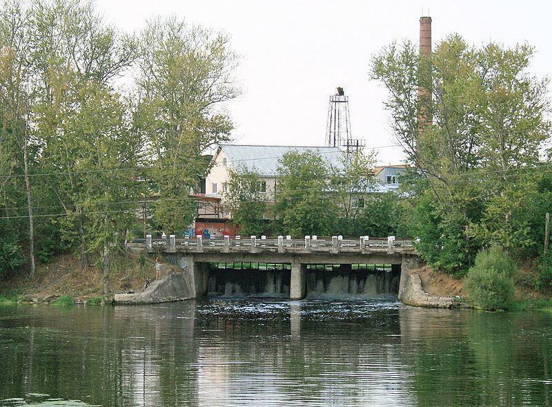 Мост и плотина на реке Уча в Ивантеевке Московской области