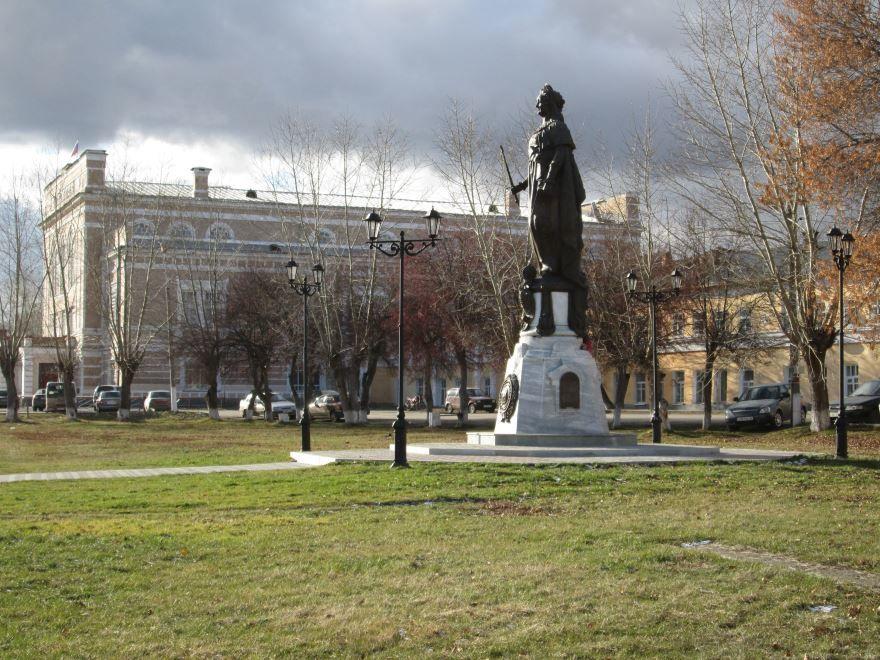 Памятник Екатерине второй в Ирбите