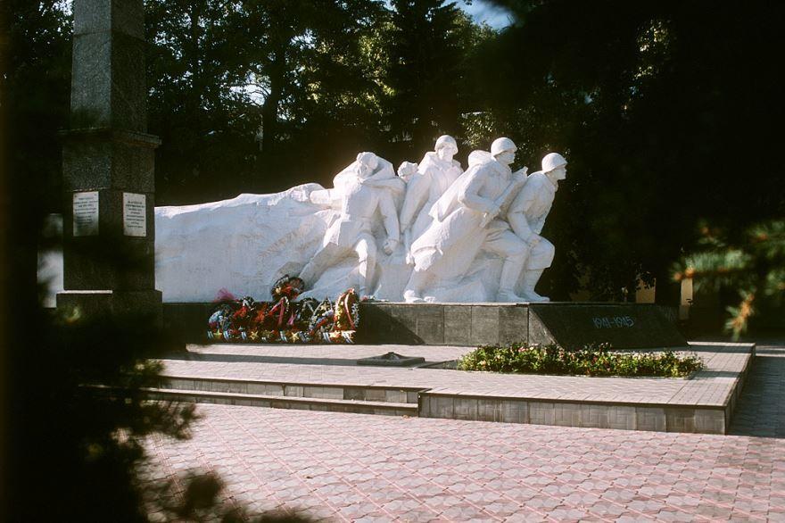 Памятник воинам город Зерноград