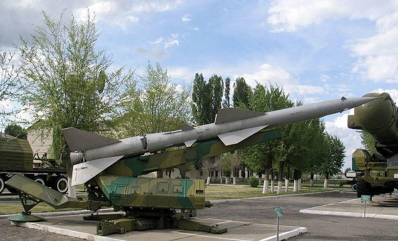 Ракета 13ДА зенитно-ракетного комплекса С-75 на пусковой установке СМ-90 в музее полигона Капустин Яр, город Знаменск