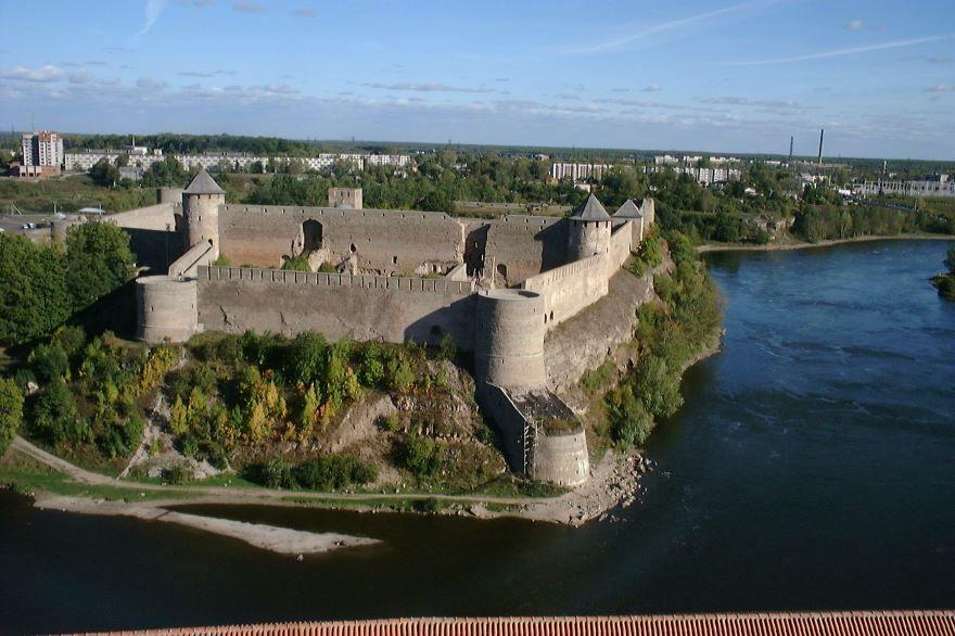 Смотреть красивый вид города Ивангород бесплатно в хорошем качестве