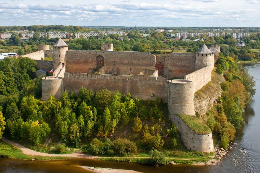 Скачать онлайн бесплатно лучшее фото панорама города Ивангород