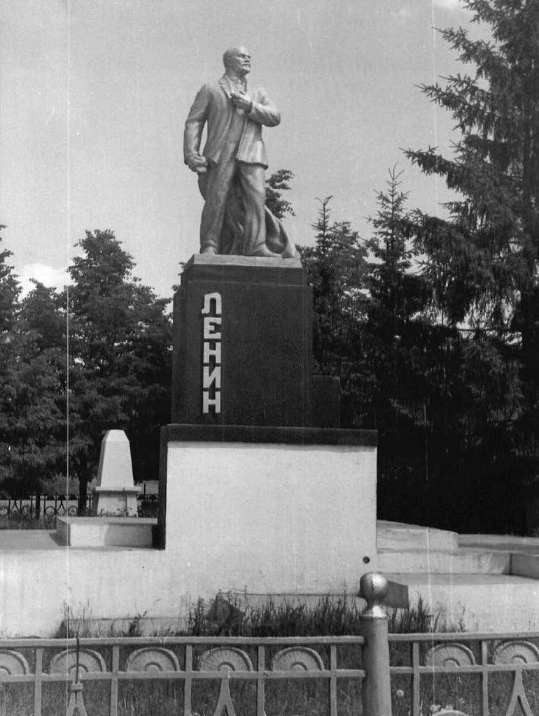 Памятник В.И. Ленину город Инза Ульяновская область