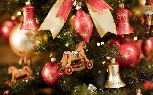 На Новогоднюю елку повесили 11 шаров