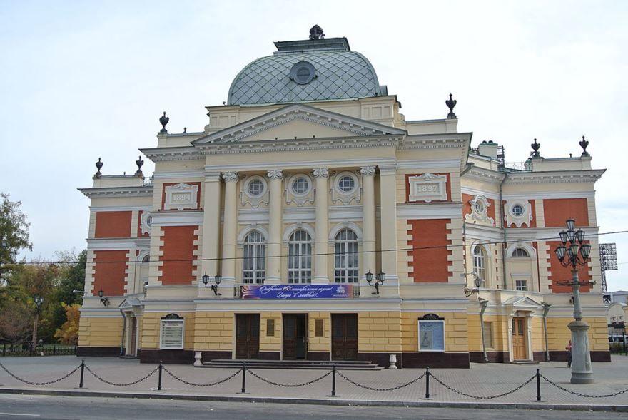 Драматический театр в городе Иркутск