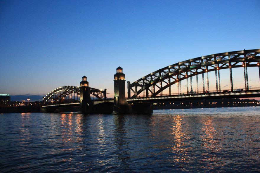 Смотреть красивое фото Большеохтинский мост Петра Великого районы Санкт-Петербурга