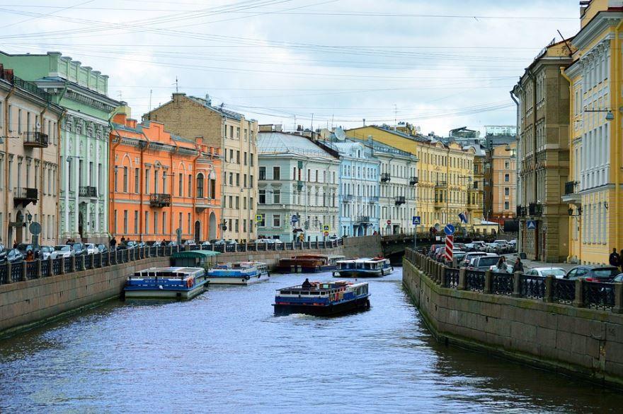 Скачать онлайн бесплатно красивое фото река Нева в городе Санкт-Петербург в хорошем качестве