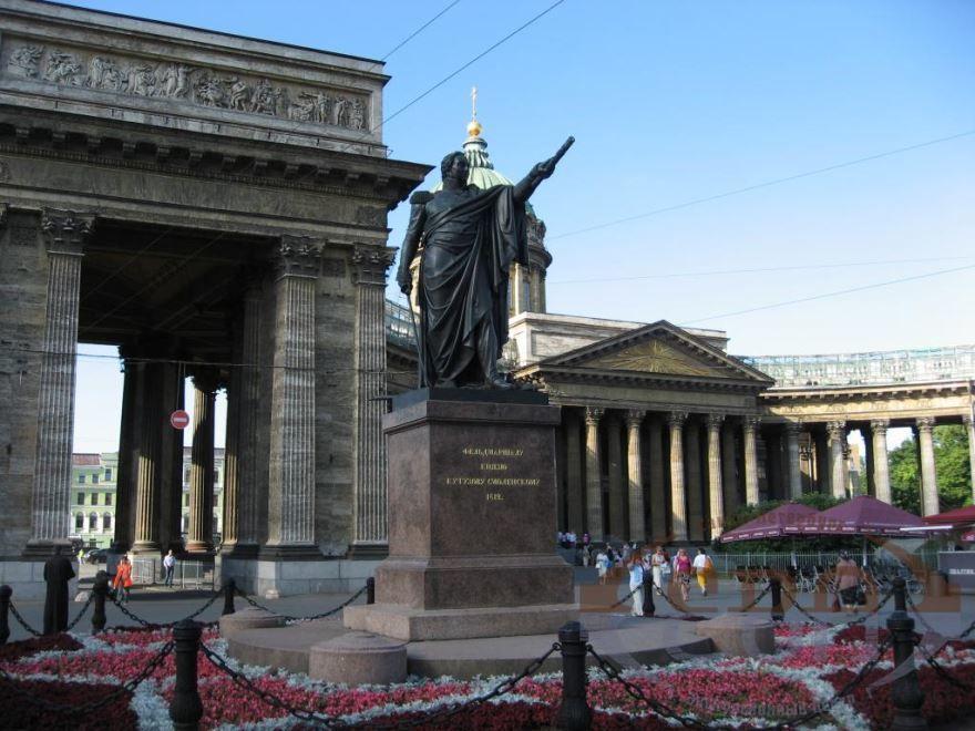 Казанский собор и памятник Кутузову город Санкт-Петербург 2019