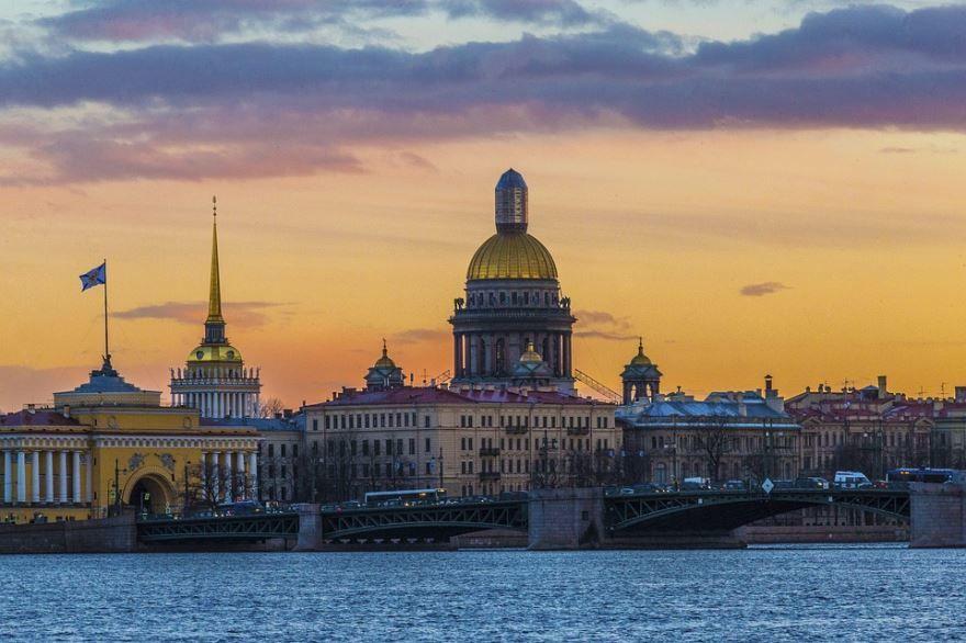 Смотреть лучшее фото города Санкт-Петербург в хорошем качестве
