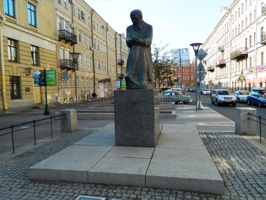 Памятник Ф.М. Достоевскому город Санкт-Петербург