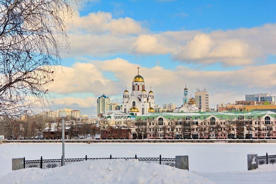 Смотреть красивое зимнее время года в городе Екатеринбург