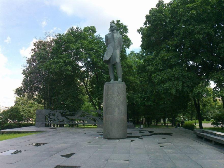 Смотреть красивое фото Памятник Лермонтову город Москва