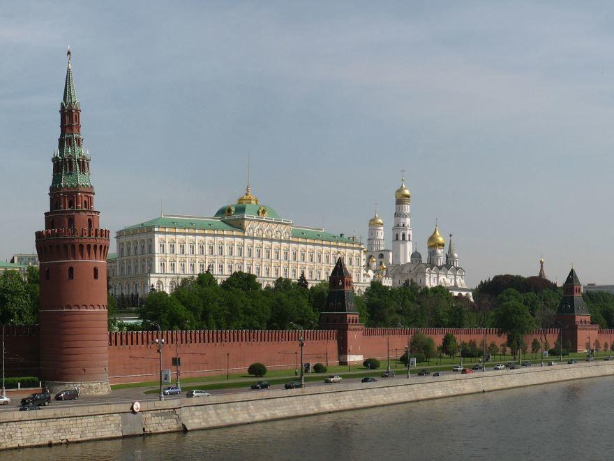 Смотреть красивое фото Кремль со стороны реки город Москва