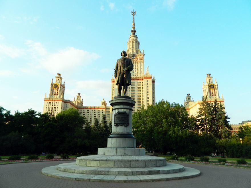 Памятник Ломоносову город Москва