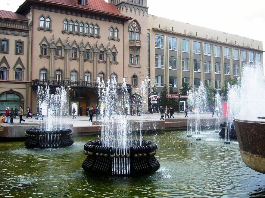 Скачать онлайн бесплатно лучшее фото фонтан в городе Саратов