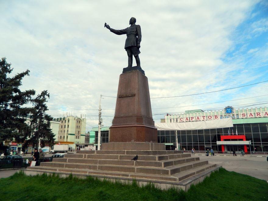 Памятник Дзержинскому город Саратов