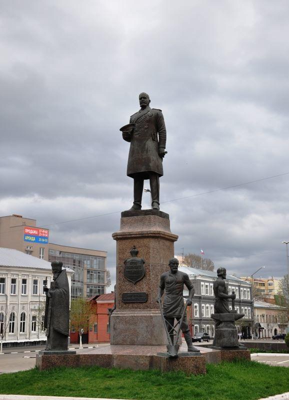 Памятник Столыпину город Саратов