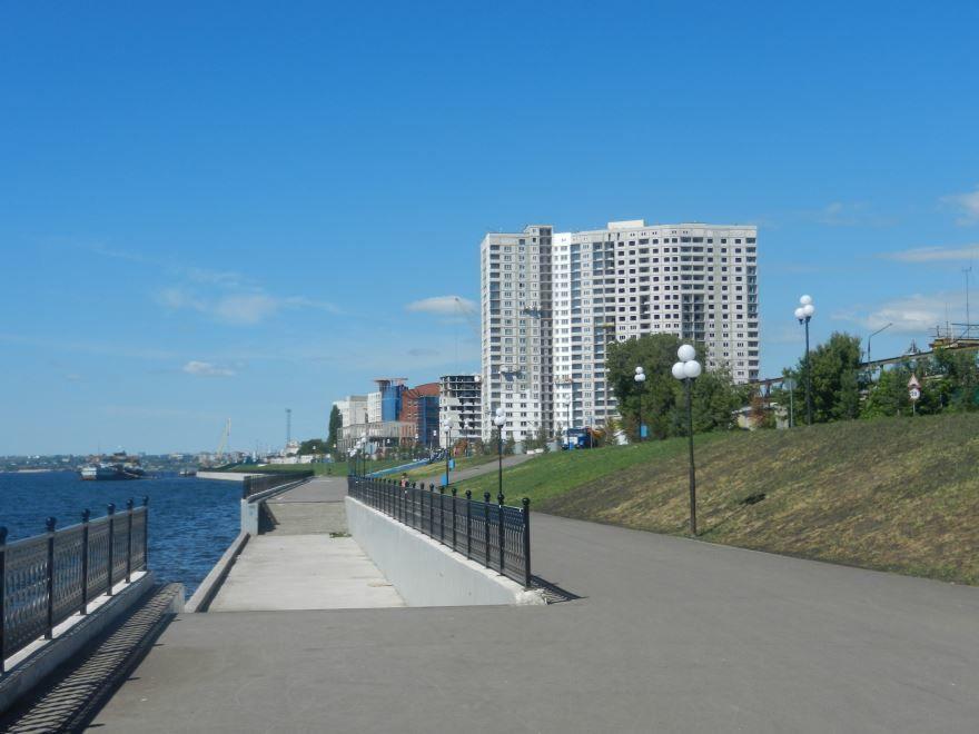 Новая красивая Набережная в городе Саратов