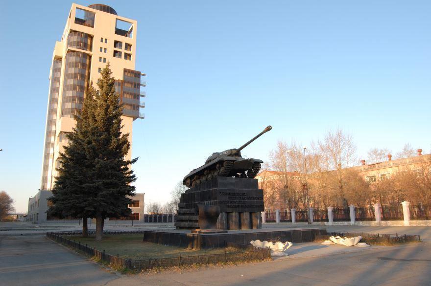 Скачать онлайн бесплатно лучшее фото города Челябинск Комсомольская площадь