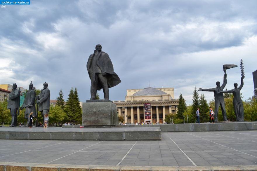 Скульптурная композиция на площади Ленина город Новосибирск