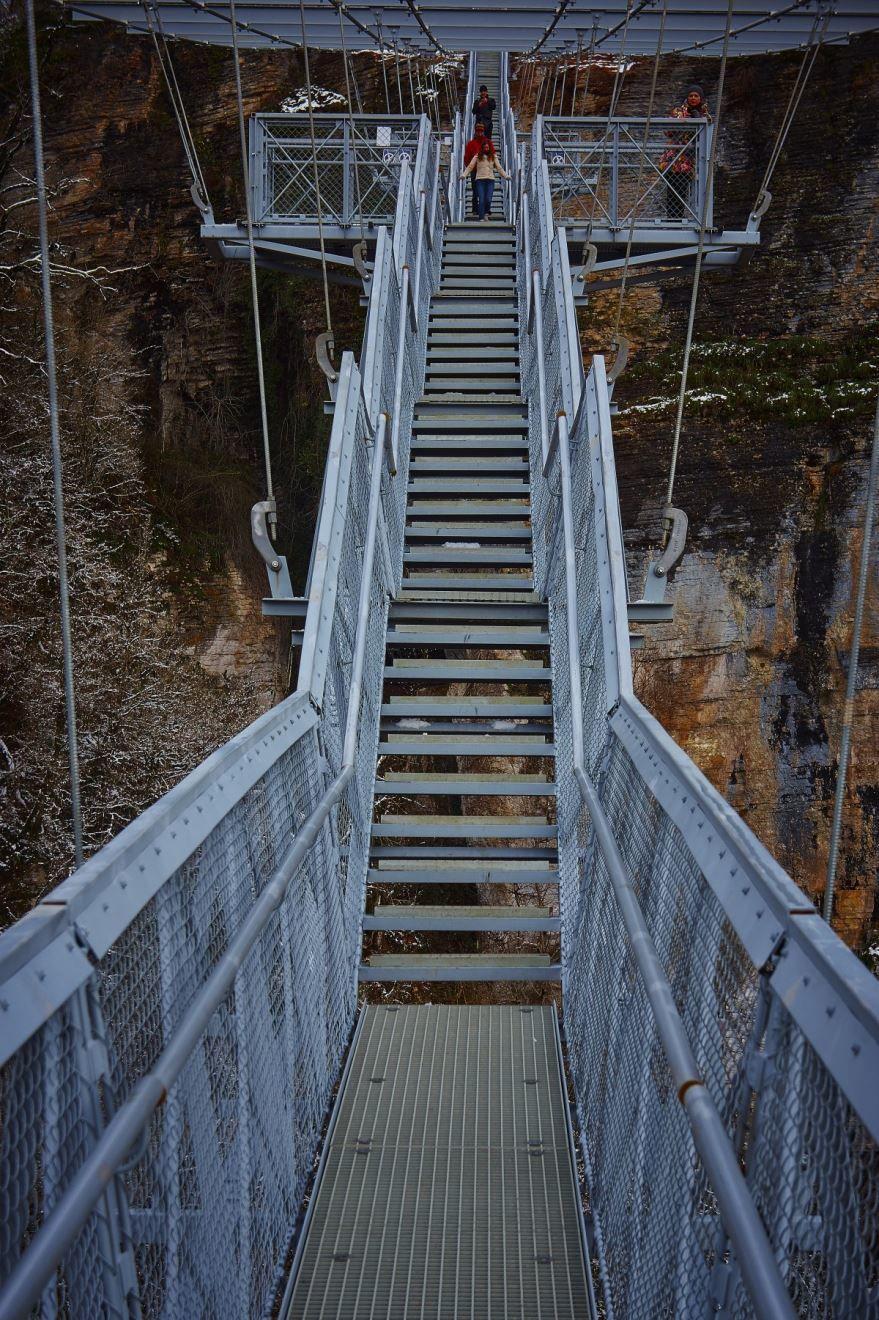 Скачать онлайн бесплатно красивое фото подвесной мост город Сочи