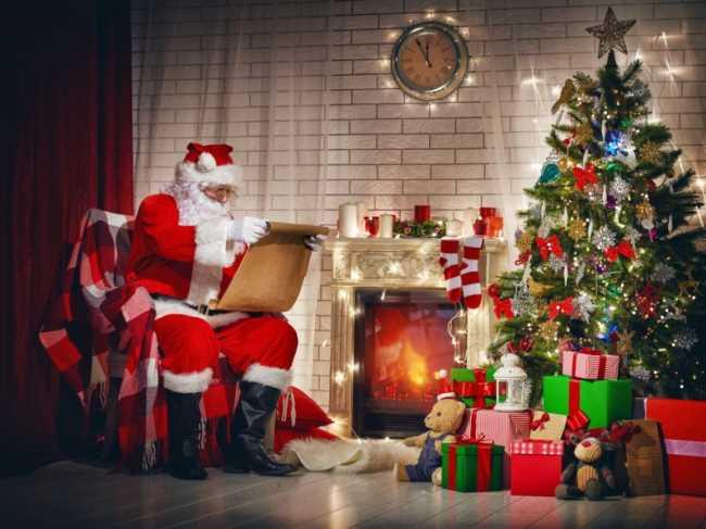 Подарки на Новый год под елкой