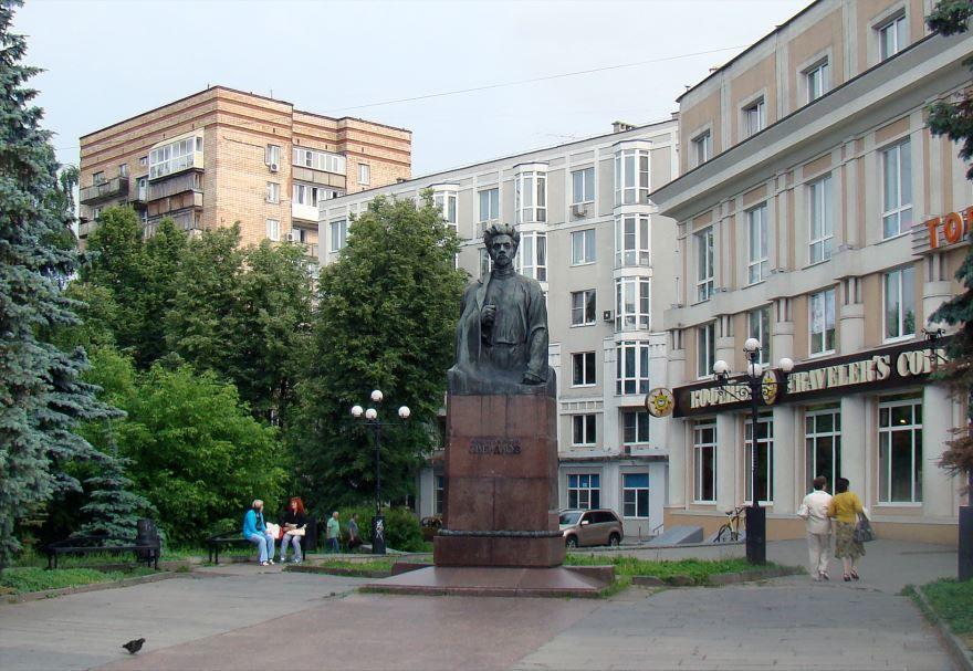 Памятник Свердлову город Нижний Новгород