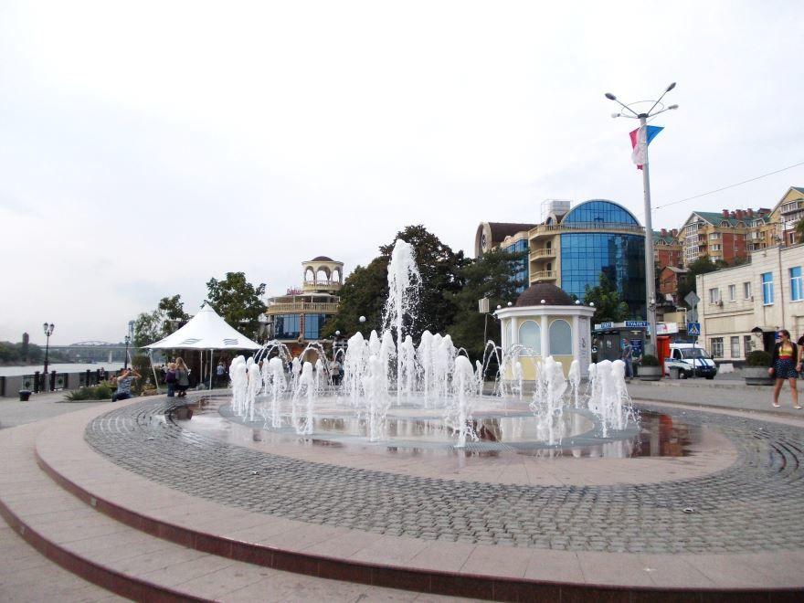 Фонтан на Набережной город Ростов-на-Дону