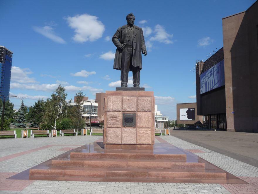 Памятник Виктору Петровичу Астафьеву город Красноярск