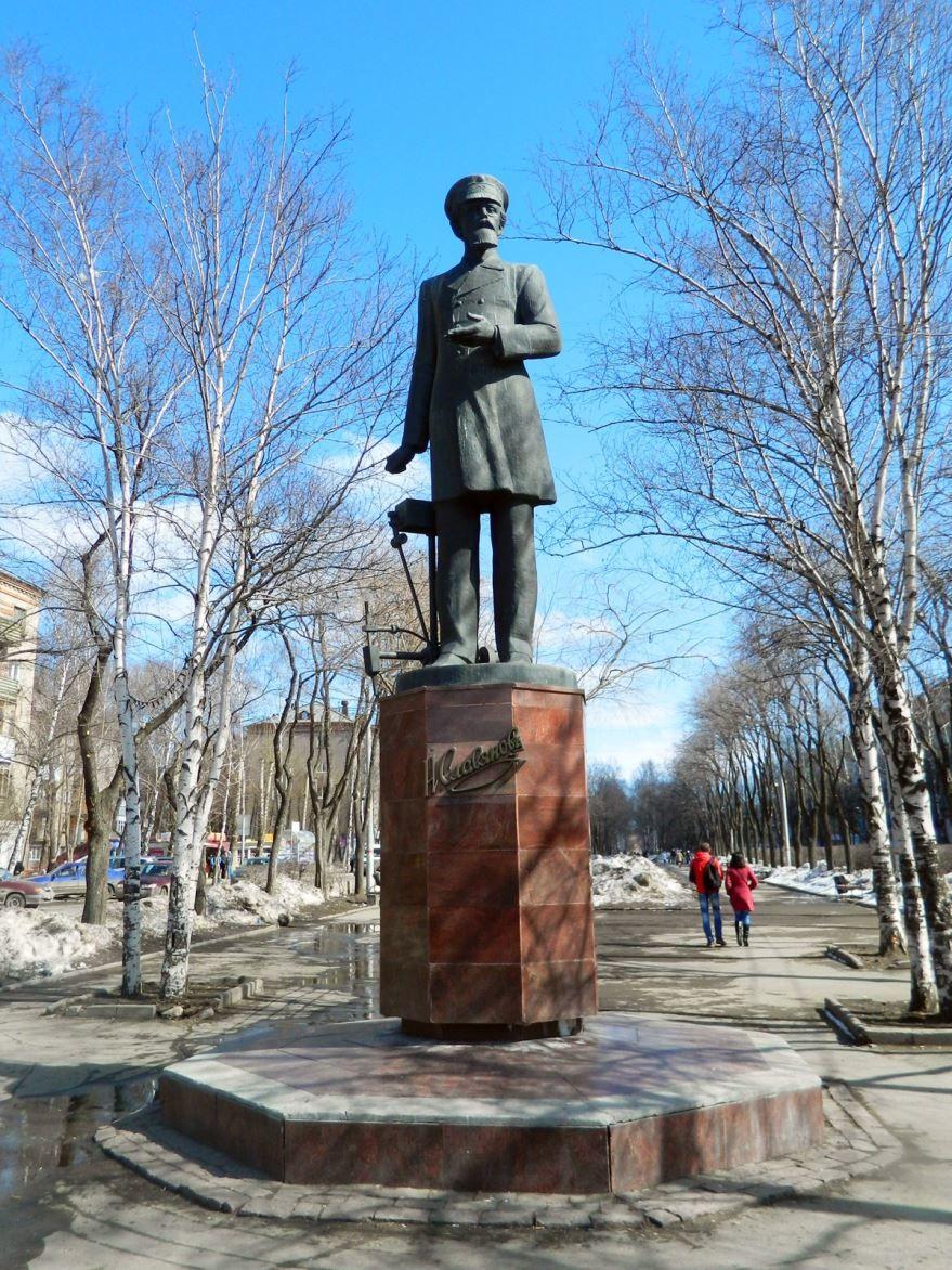 Памятник Славянову город Пермь